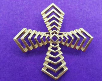 Trifari Abstract  Large Gold tone Brooch Mint condition