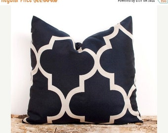 SALE ENDS SOON Navy and Cream Decorative Throw Pillow Cover. 20x20 inch. Dark Blue Lattice Cover. Pillows