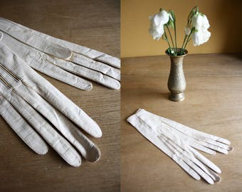 Edwardian Ivory Leather Gloves / 1900s Dress Gloves / Kid Leather Wrist Gloves / Atkinson