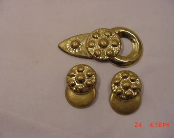 Vintage Signed Fabrice  Gold Tone Metal Modernist Brooch & Clip On Earring Set  17 - 1351