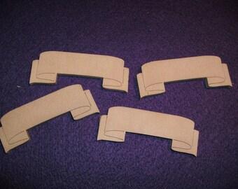 4 banners, wood, 6,2 x 2,5 cm (03-0001B)