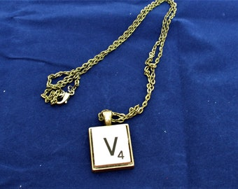 SCRABBLE INITIAL V NECKLACE with chain