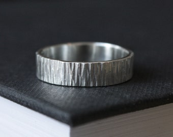 Hammered Silver Wedding Band // 5mm Woodgrain Pattern Silver Wedding Ring // Eco Friendly Recycled Silver // Gift for Him // Unisex
