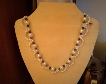 Woman necklace in Faux pearls