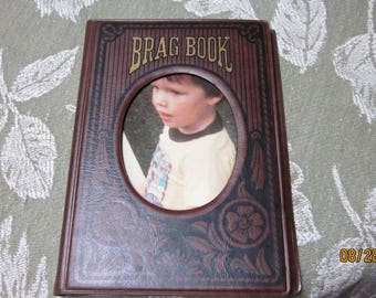 Vtg 1984 Brag Book Holds 28 Pictures 5 1/2 by 3 1/2 Inches Brown Vinyl Covers Made in Taiwan 1960's or before Keeps Pics Very Neat to Carry