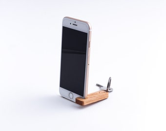 Oak key ring iPhone stand, Wooden iPhone holder, 2-in-1: Handcrafted phone stand & hardwood keychain