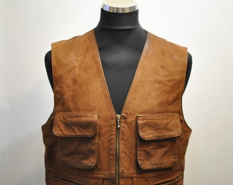 Vintage MEN'S LEATHER VEST , hunter front pockets leather vest.................(116)