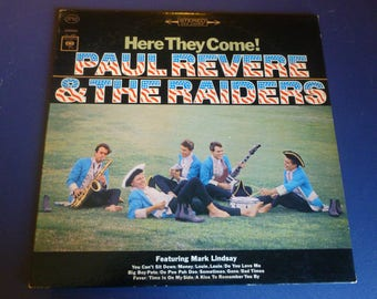 Sale ! Paul Revere & The Raiders Here They Come! Vinyl Record CS 9107 Columbia Records 1965