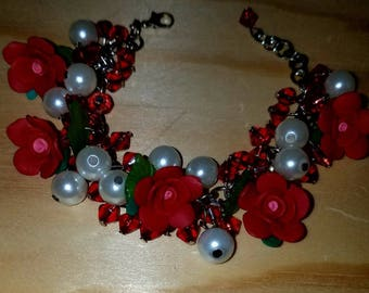 Roses and Pearls Beaded Bracelet, Valentine's Day Gift, Handcrafted