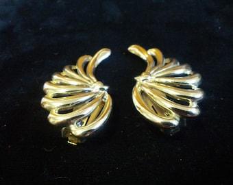Vintage silver swirly clip on earrings