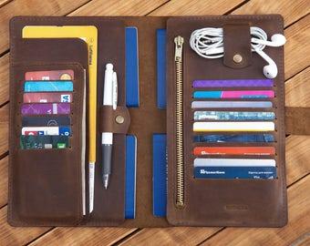 Family passport holder Family travel wallet Leather passport holder Leather Family passport cover Holds 4 passports Monogram travel wallet