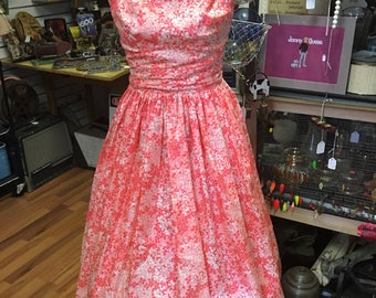 Swing Dress ,1950, Garden Dress, Pink Floral, Fit and Flare, 50's, Rayon, Rockabilly dress, Vintage frock, Ruching, Sleeveless, metal zipper