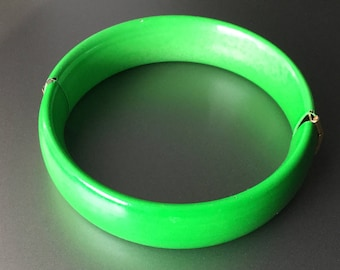 Vintage Electric Green Enameled Hinged Bangle Bracelet