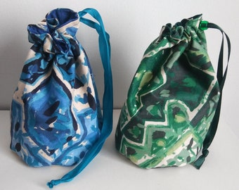 Blue and Green 90s Pattern Dice Bag Set