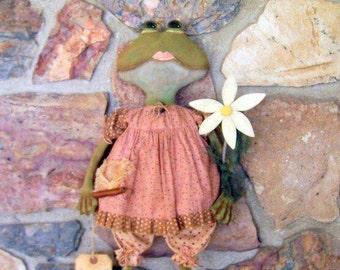 """Primitive Garden Frog Art Doll Dragonfly Daisy Flower """"Lil E. Pad"""" ofg hafair faap"""