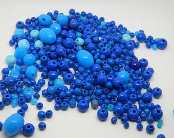 Assortment of 50 vintage blue beads