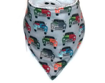 Bavoir bandana anti-bavouille tissus voitures