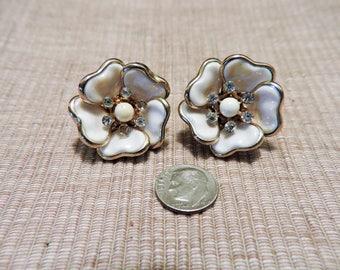 Vintage White Flower Clip On Earrings