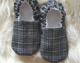 Crosshatch Baby Moccs / Baby Shoes / Baby Moccasins / Vegan Moccs / Soft Sole Shoes / Montessori Shoes / Waldorf Shoes / Vegan Moccs