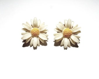 Vintage Sarah Coventry 1960's White Resin Daisy Flowers with Yellow Enamel, Clip On Earrings