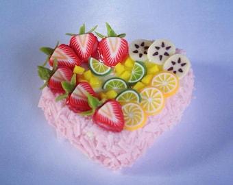 Miniature Cake Heart 1:12 - Series 2 - 001