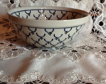 Polish Pottery Medium Serving Bowl Dish originates from Boleslawiec, Poland