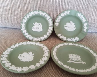 Lot of 4 Wedgewood green and white plates