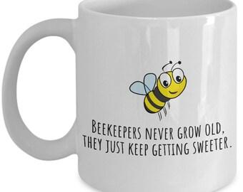 Beekeeper Gift - Beekeeping Mug - Beekeeper Birthday Present - Beekeepers Never Grow Old