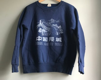 80s Great Wall of China Sweatshirt in Navy - L
