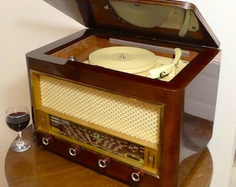 Record player w/Bluetooth speaker system 1954 Point Bleu Blaupunkt model 146 with FM radio and Aux input