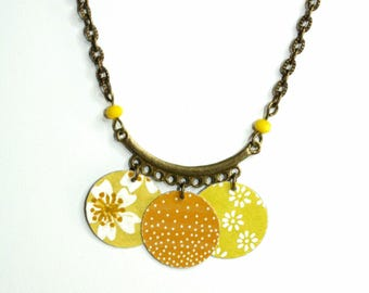 Necklace yellow and white pattern paper