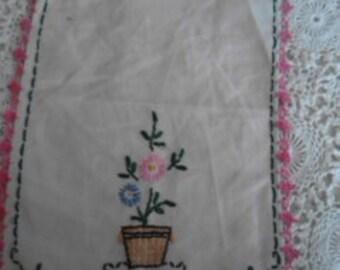 Vintage Embroidered Table Linen   ECS