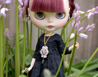 A jewellery set with vintage cabochon for Blythe or similar doll.