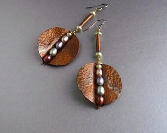 Copper dangle earrings, copper earrings handmade, copper jewelry, metalwork, round earrings with fresh water pearls