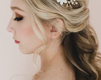 White Gardenia and Oak Leaf Branches Bridal Hair Comb. Gold Leaf and Flower Headpiece. Kiara Bridal Hair Comb