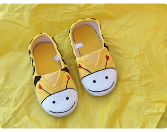 Bright yellow busy bee canvas shoes, baby toddler, kids shoes,  boy girl shoes, sizes 2jnr-8jnr (UK sizes), UK seller, baby walker