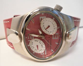 STOREWIDE Sale! Kenneth Cole Reaction Watch RK2189 Ladies Fuschia Dial, Fuschia Leather Strap and Glitz, New Battery, MINT CONDITION