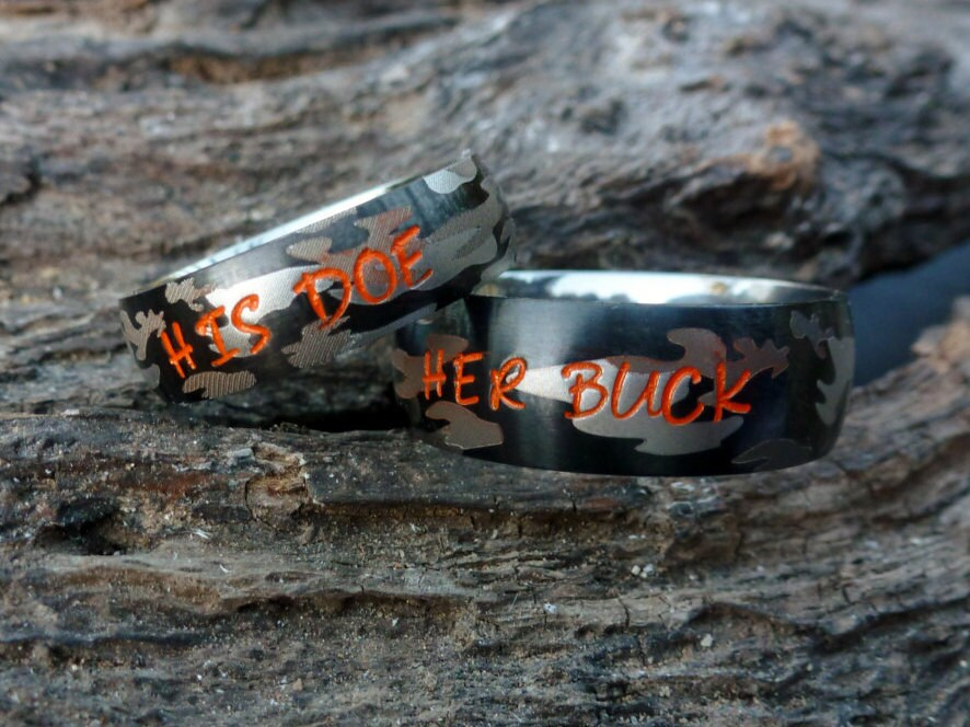 zoom - His And Her Camo Wedding Rings