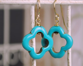 Turquoise Clover Dangle Earrings, Turquoise Howlite Clover, Modern, Simple, Drop Earrings, Gold Earrins, Dangle earrings, BoHo Style