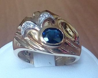 18K gold band with oval blue sapphire and diamonds