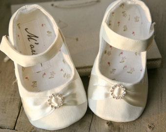 Ivory baby shoes, rhinestone baby shoes, flower girl shoes, ivory christening shoes, baby girl gift, baby shower gift, baby wedding shoes