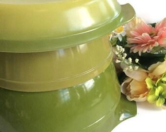"Vintage Green Pyrex 2x 4qt and 1 2 1/2qt. mix bowls, Anchor Hocking Fire King 10"" pie plate kitchen decor, vintage kitchen, vintage home,"