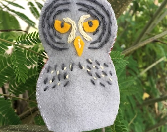 Felt Hand Embroidered Great Grey Owl Finger Puppet