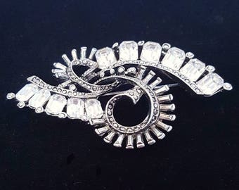 Vintage Art Deco abstract swirl brooch pin, clear rhinestones - Antiqur and collectible jewelry - Wedding, bridal, bouquet - Unique gift
