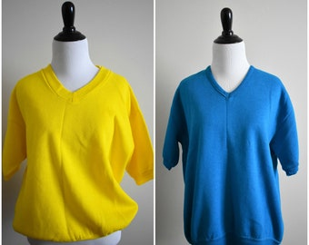 Vintage Over-Sized Blue and Yellow V-Neck Short Sleeve Sweatshirt | Retro 1980's Athletic Wear Jumper Sweater | Women's Medium Large