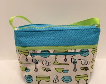 "LIPL11- Deep Lunch Bag: ""MIxing It Up"" washable insulated lunch bag with zippered front pocket and zippered top closure."