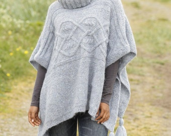 Alpaca knit mantle, Aran style poncho custom made, hygge knit cape, knit ponchos with cable stitch, gift for her, customizable. Gift ideas
