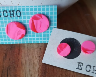 Hot pink and red marble stud