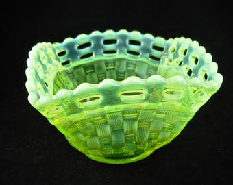 FENTON TOPAZ OPALESCENT Vaseline Glass Bowl Basketweave, Open Edge, Square