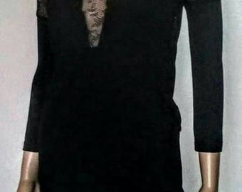 Elastic black dress with  sleeves and lace